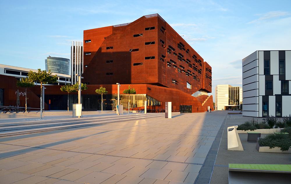 WU Campus, D2/SC: Departments 2 und Student Center (Atelier Hitoshi Abe, Sendai) / TC/D1: Hörsaalzentrum und Departments (BUSarchitektur ZT GmbH, Wien)