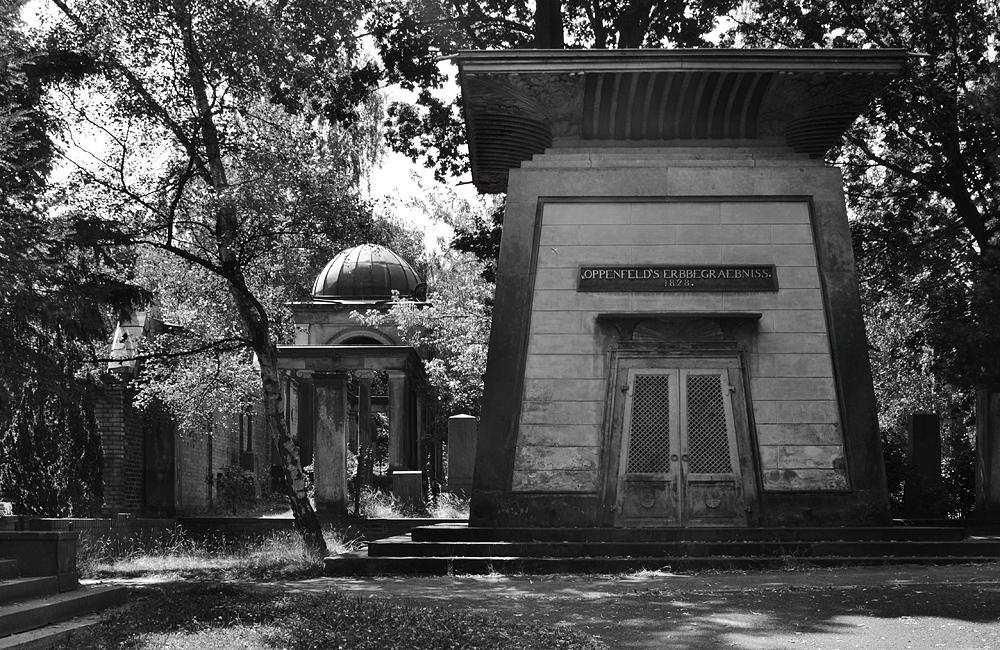 Fabian Fröhlich, Friedhof der Dreifaltigkeitsgemeinde Berlin, Mausoleum der Familie von Oppenfeld
