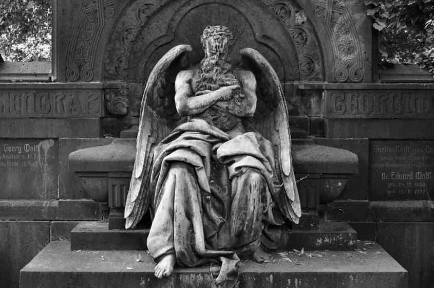 Fabian Fröhlich, Schlafender Kronis von Hans Latt, Friedhof IV der Gemeinde Jerusalems- und Neue Kirche
