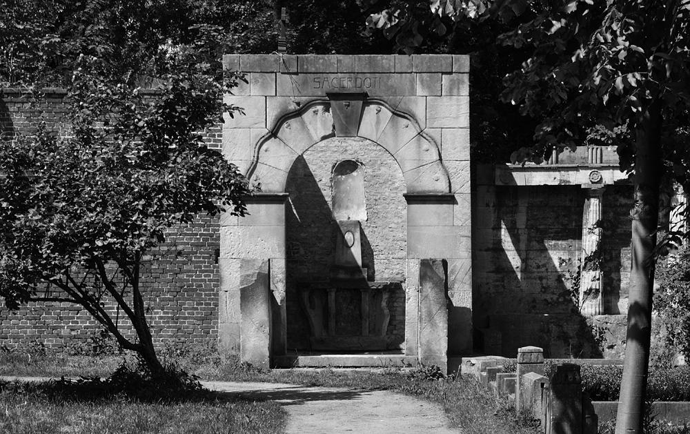 Friedhof IV der Gemeinde Jerusalems- und Neue Kirche, Sacerdoti