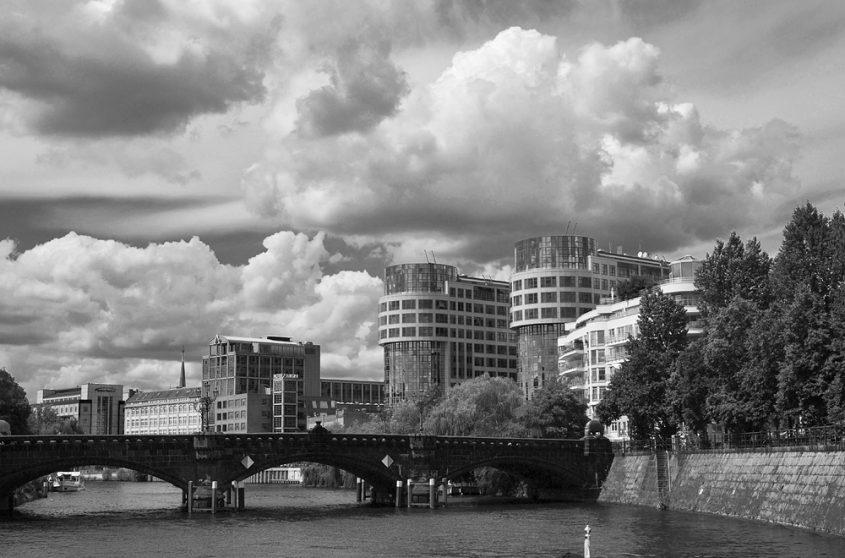 Berlin, Bundesministerium des Innern, Moabiter Brücke