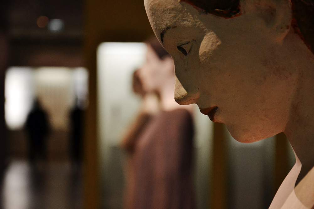 Grassi Museum für Angewandte Kunst Leipzig, Stehende von Robert Metzkes