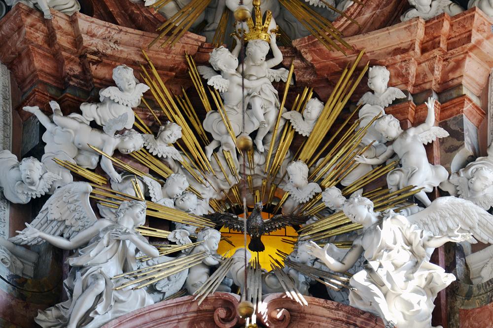 Kloster Neuzelle, Stiftskirche St. Marien, Hochaltar mit Taube