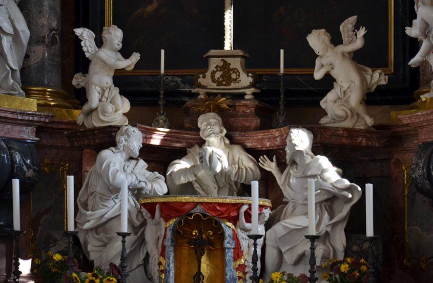 Kloster Neuzelle, Hochaltar und Emmausgruppe