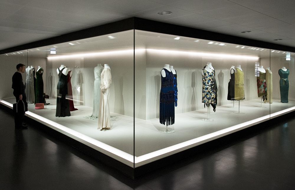 Kunstgewerbemuseum Berlin, Tanz- und Abendkleider 1920er- und 1930er-Jahre in der Modegalerie