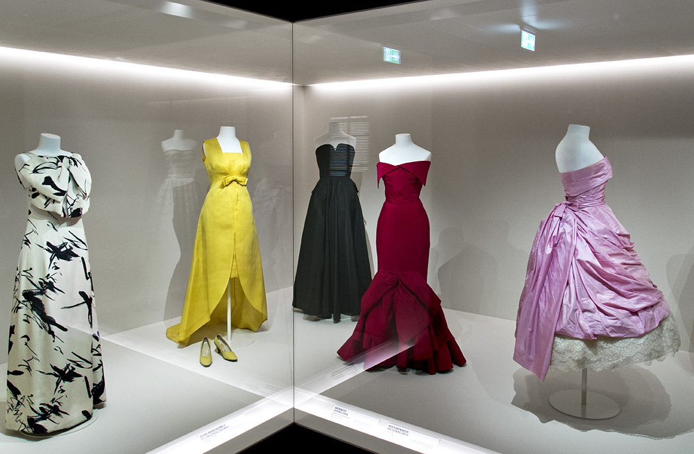 Kunstgewerbemuseum, Berlin, Jean Patou, Christóbal Balenciaga und Jean Dessès in der Modegalerie