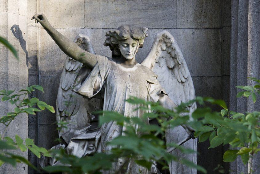 Friedhof Berlin Wilmersdorf, Engel auf dem Familengrab von Hermersberg
