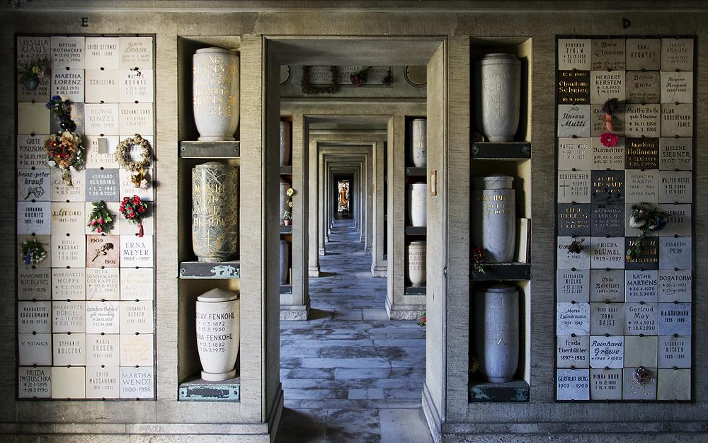 Friedhof Berlin Wilmersdorf, Beisetzungswand in den Kolumbarien