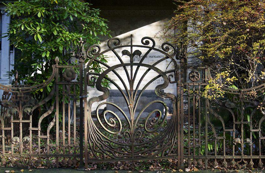 Friedhof Berlin Wilmersdorf, Schmiedeeisernes Tor, Grabstätte Speck