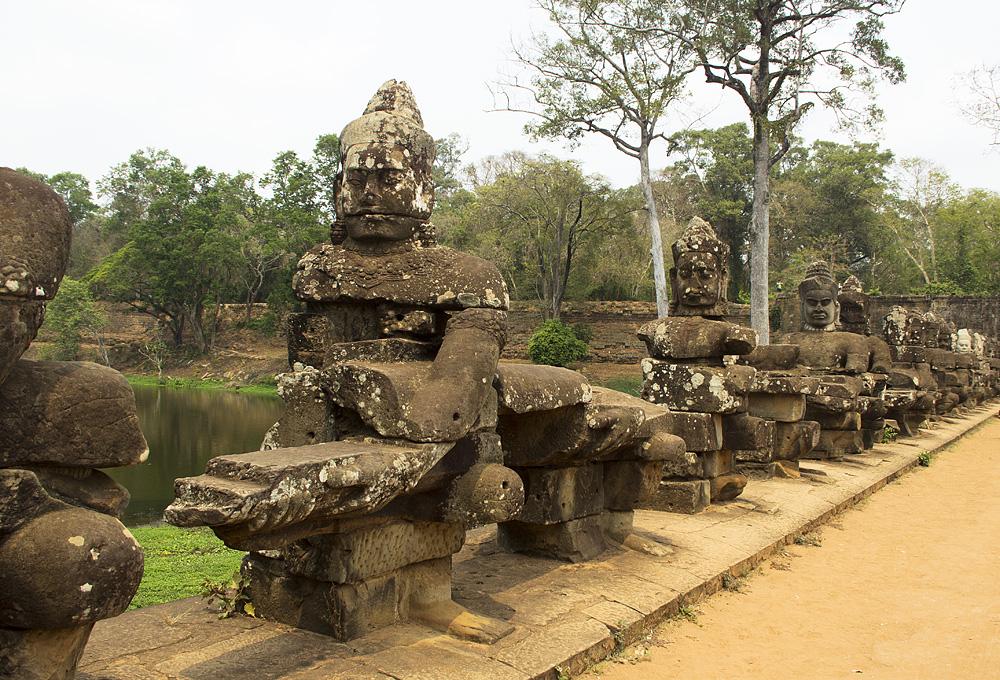 Angkor Thom, Götter am Südtor