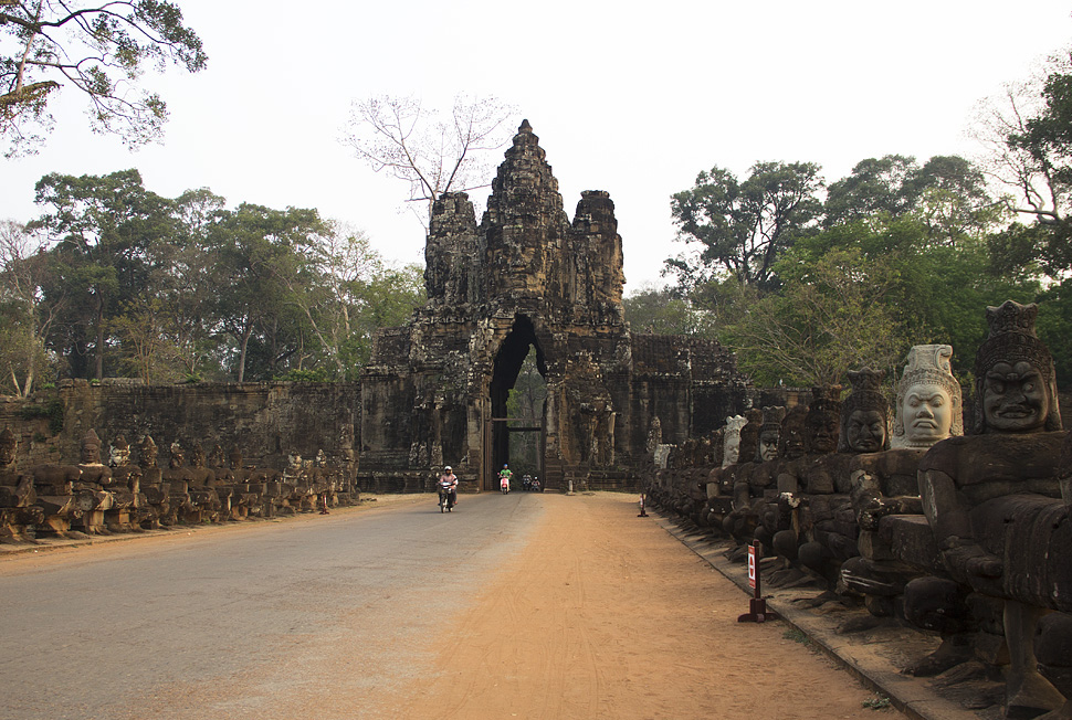 Angkor Thom, Brücke und Südtor