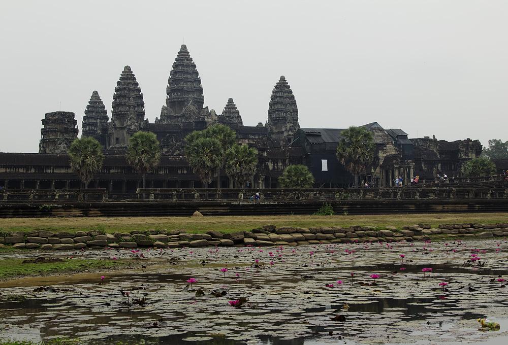 Angkor Wat, Teich und Tempel