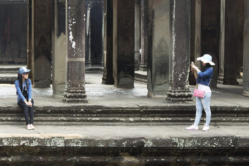 Angkor Wat, Kreuzgalerie, Touristen