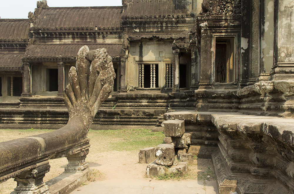 Angkor Wat, Naga, Ehrenterrasse