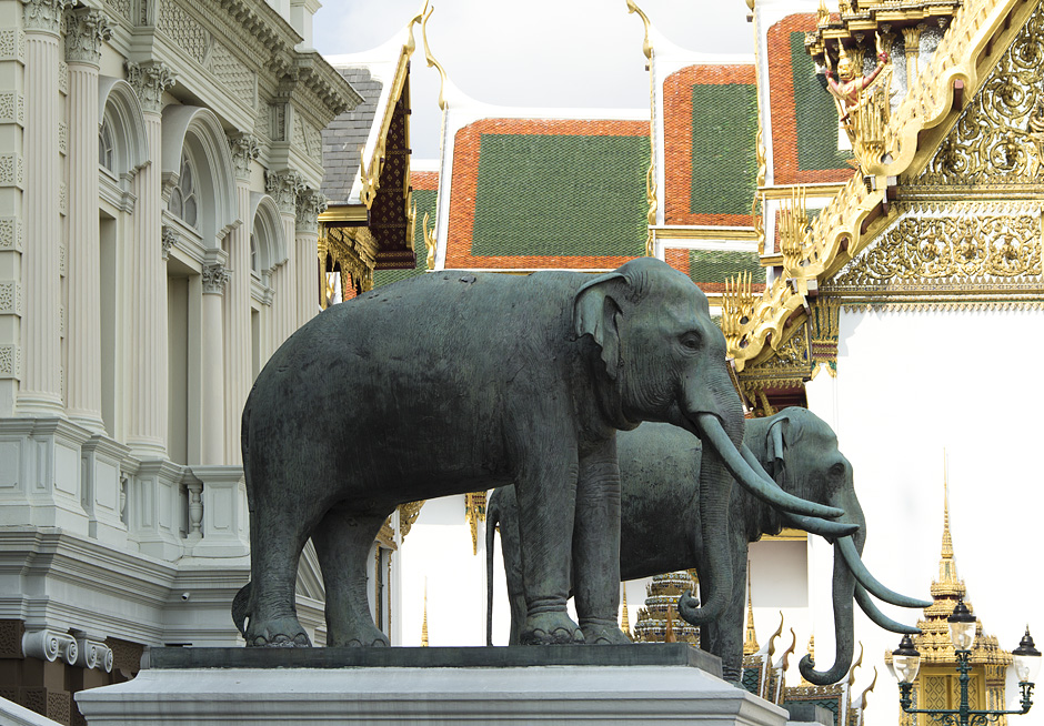 Bangkok, Grand Palace, Chakri Maha Prasat Hall, Elefanten