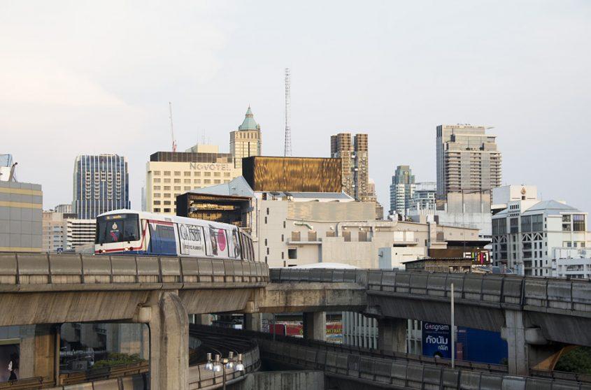 Siam Square, Skytrain