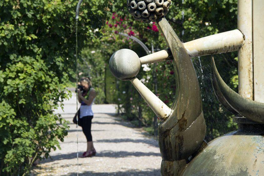 Britzer Garten, Brunnen von Christa Biederbick im Rosengarten