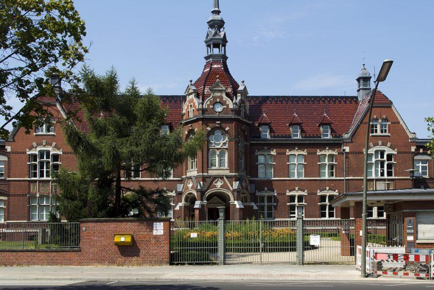Britz, Bürgeramt (ehem. Krankenhaus)
