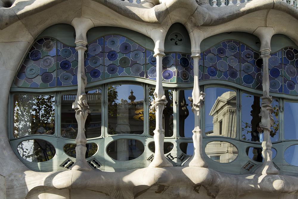 Barcelona, Casa Batlló von Antoni Gaudi, Manzana de la Discordia,Fenster, Knochen