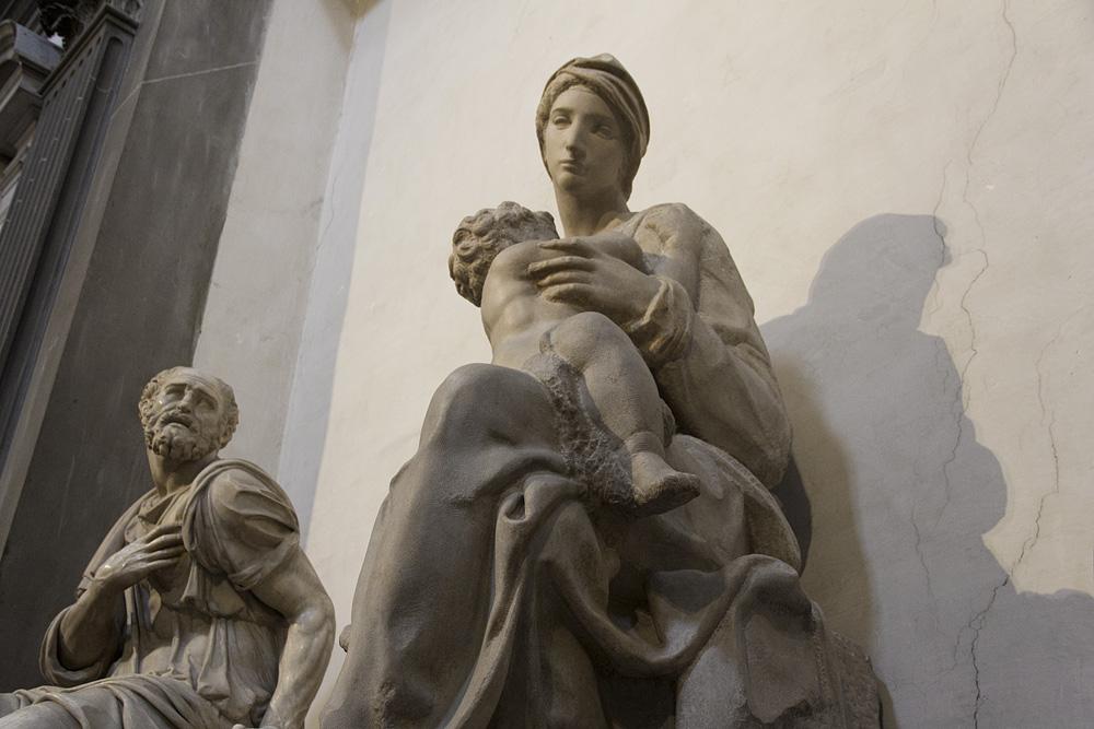 Florenz, Madonna Lactans von Michelangelo in der Neuen Sakristei