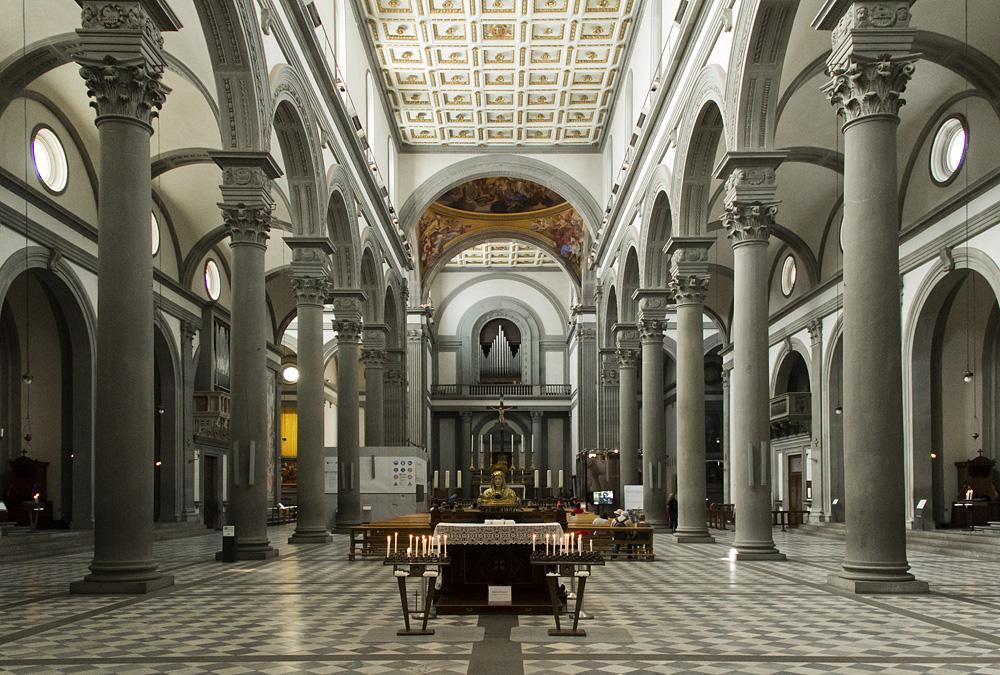 Florenz, Kirchenraum von San Lorenzo mit Blick nach Westen