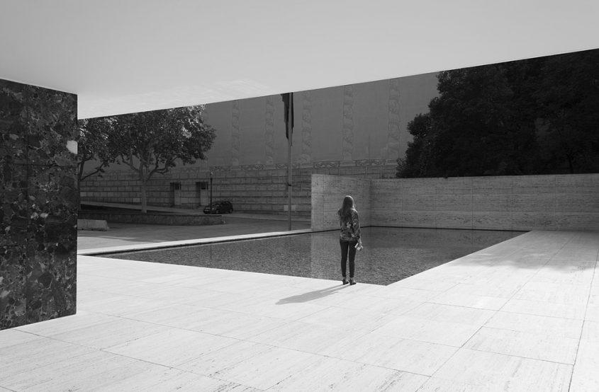 Barcelona, Wasserbecken, Rekonstruktion des Deutschen Pavillons von Mies van der Rohe zur Weltausstellung 1929