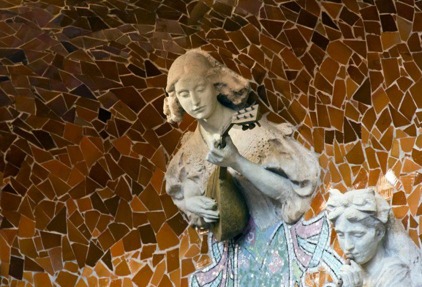 Barcelona, Palau de la Música Catalana, Skulpturen von Eusebi Arnau an der Bühnenrückwand