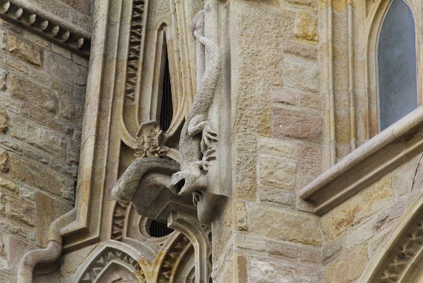 Barcelona, Sagrada Familia, Echse, Wasserspeier an der Apsis-Fassade
