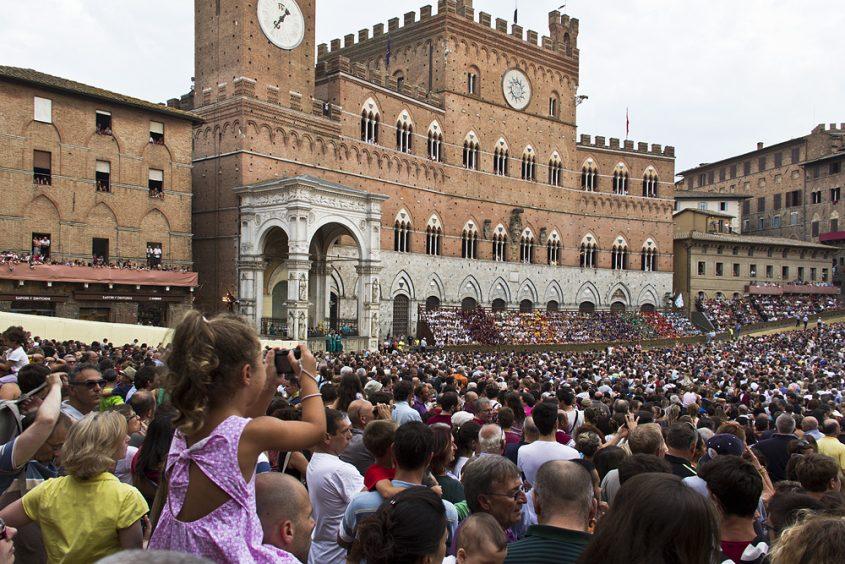 Siena, Palio, Piazza del Campo, drittes Proberennen