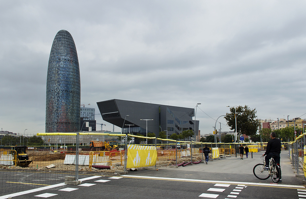 Plaça de les Glòries Catalanes,Torre Agbar und Disseny Hub Barcelona, DHUB