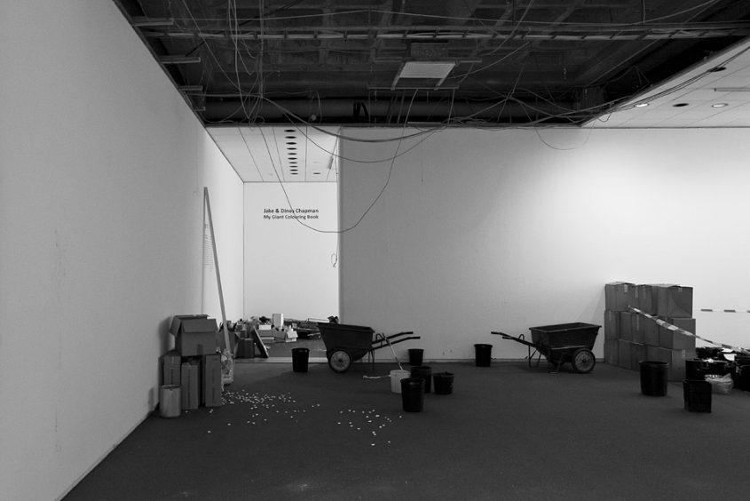 Neue Nationalgalerie, Berlin, Mies van der Rohe, Ausstellungsraum im Untergeschoss, Auseitung der Kampfzone