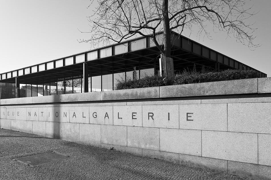Neue Nationalgalerie, Berlin, Schriftzug