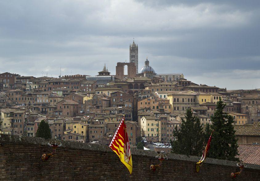 Siena, Blick von der Basilica di San Francesco zum Dom
