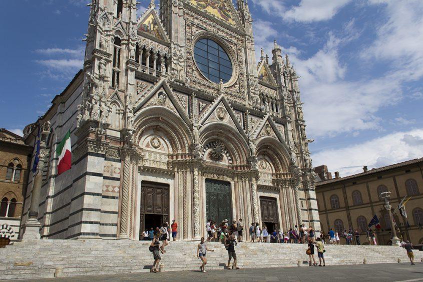 Duomo di Siena, Vorplatz