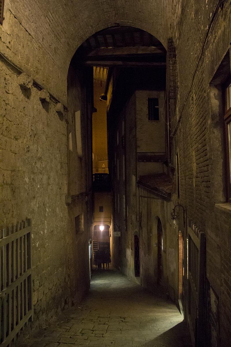 Siena, Gasse, Nacht