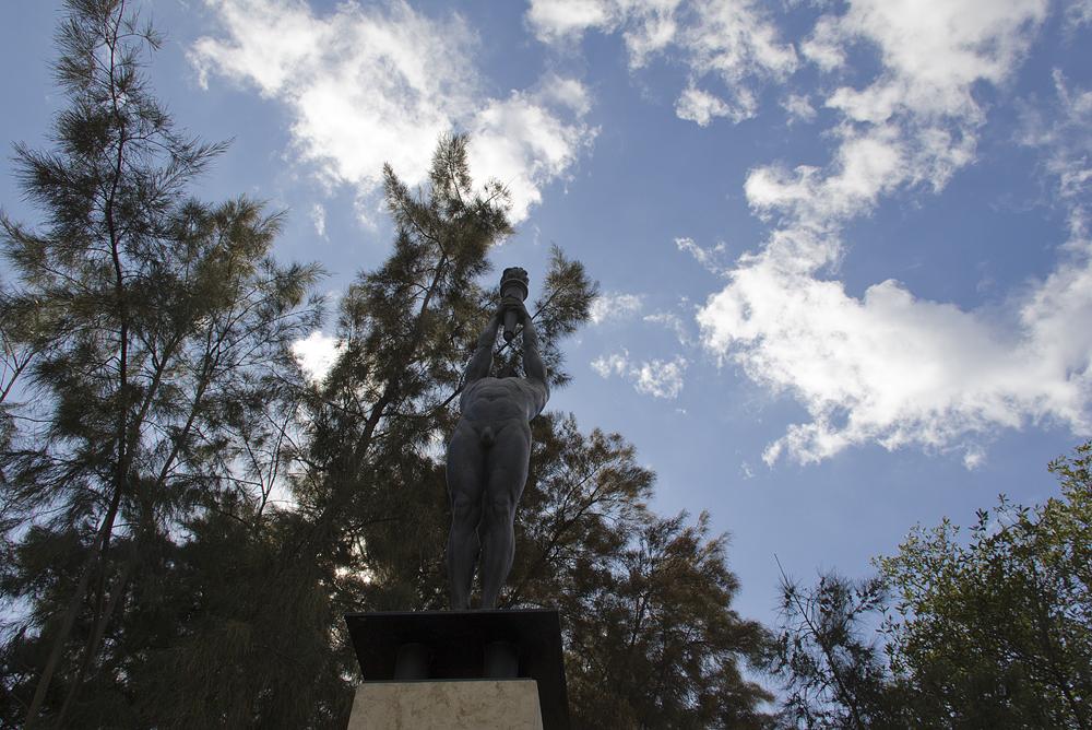 Barcelona, Parc de Montjuïc,  Athlet mit olympischer Fackel