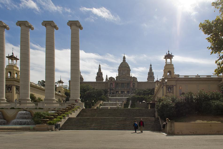 Barcelona,  Montjuïc, Quatre Columnes und Palau Nacional