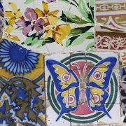 Barcelona, Park Güell, Keramik-Mosaik an der Schlangenbank der Terrasse
