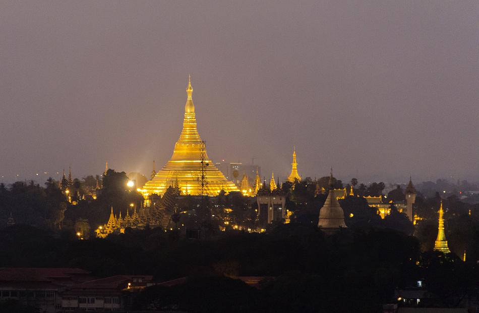 Yangon, Blick vom Sakura Tower zur Shwedagon-Pagode