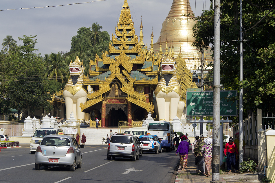 Yangon, Südlicher Eingang zur Shwedagon-Pagode