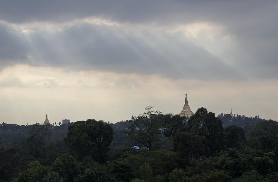 Yangon, Blick vom Topia Tpwer zur Shwedagon-Pagode