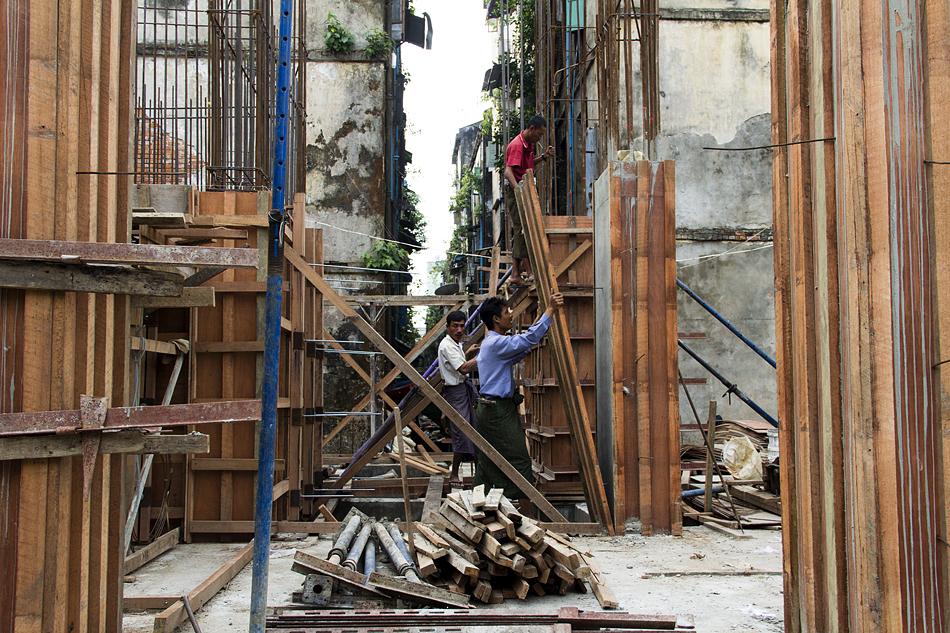 Yangon, Bauarbeiten, Bogyoke Aung San Road