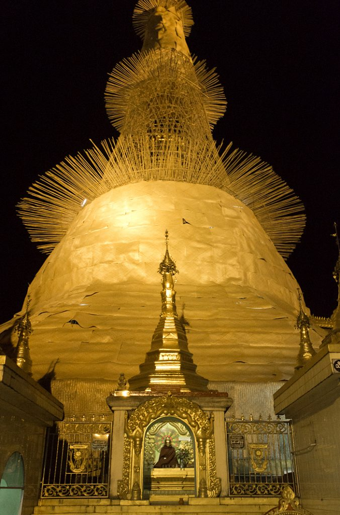 Yangon, Sule Pagoda, Night