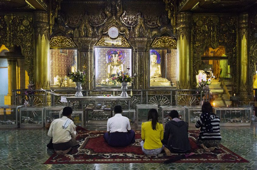 Yangon, Sule Pagoda, Buddhas