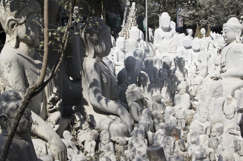 Mandalay, Marmor-WerkstattMahamuni-Pagode