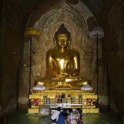 Bagan, Buddha im Htlilominlo-Tempel