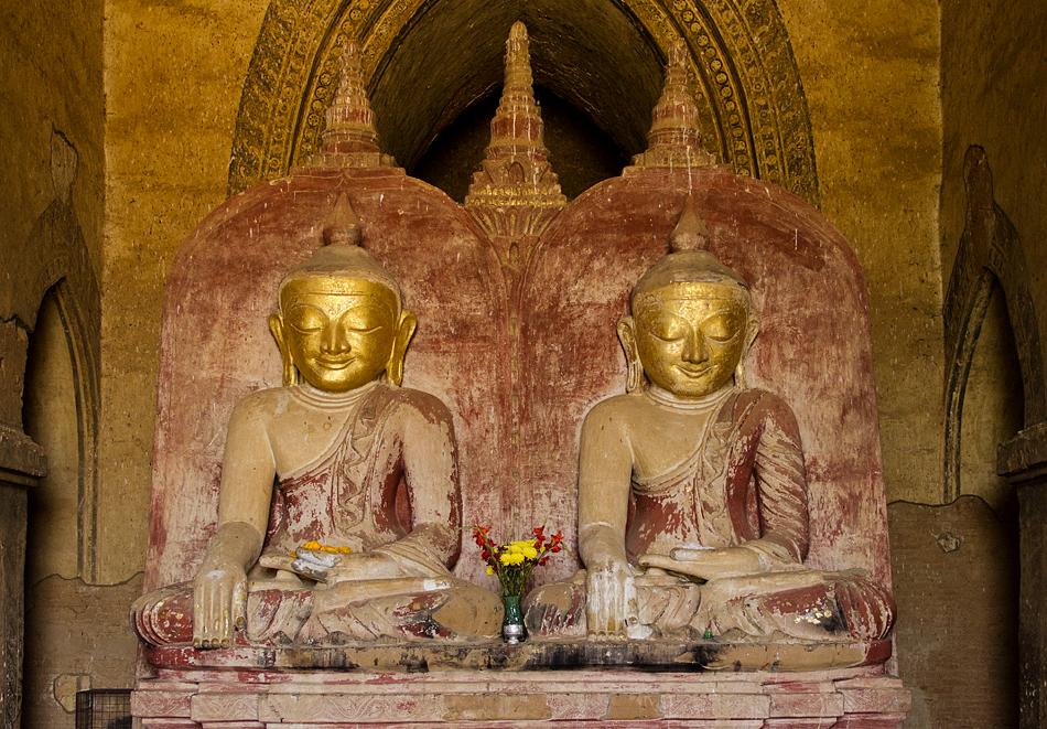 Buddhas im Dhammayangyi-Tempel