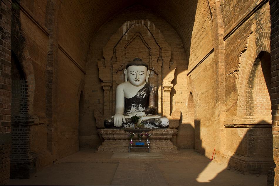 Bagan, Pyathada, Buddha