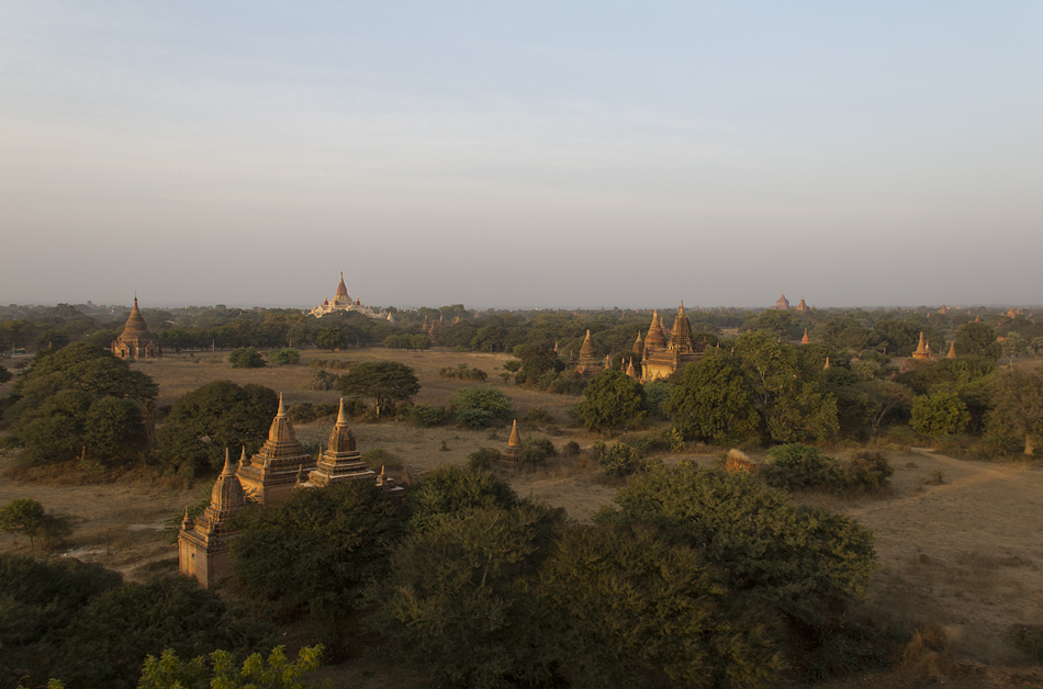 Blick vom Shwesandaw-Tempel zur zum Ananada-Tempel