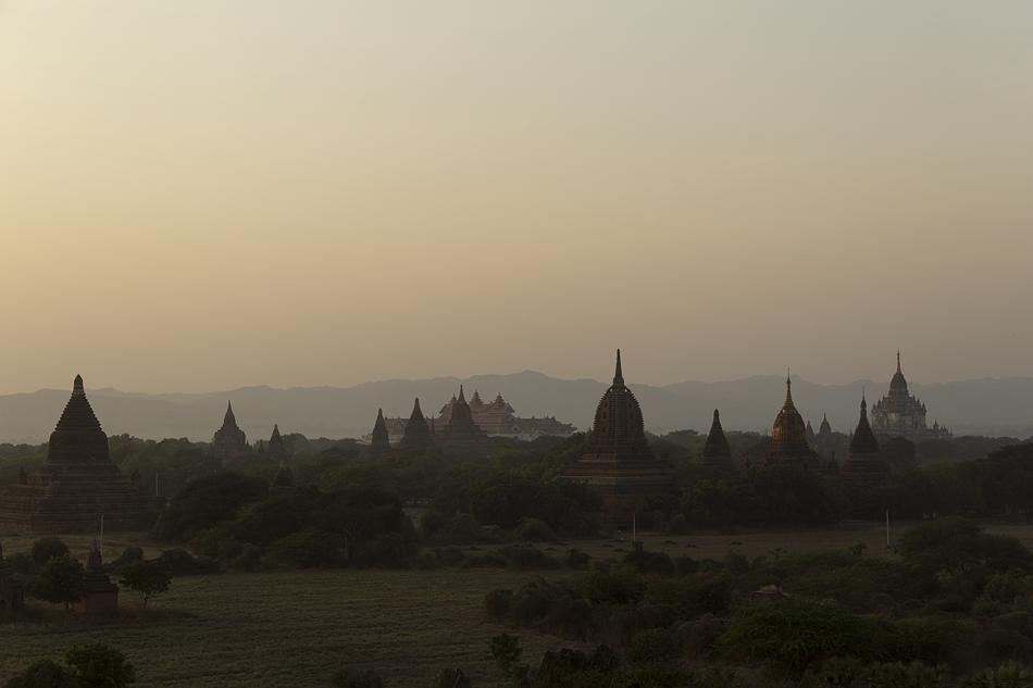 Blick vom Shwesandaw-Tempel zur zum Archäologischen Museum